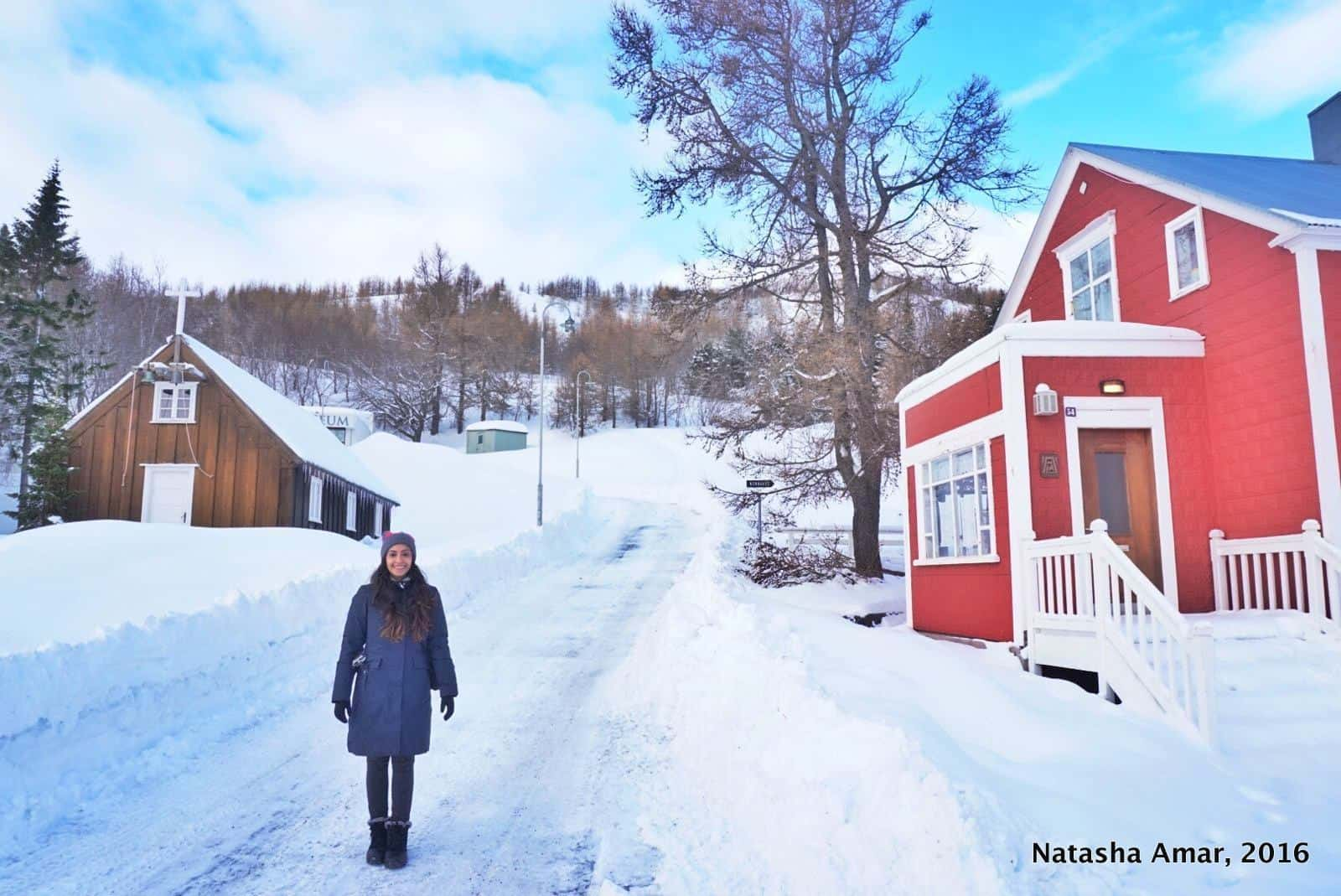 What To Wear in Iceland in Winter & Summer: Ultimate Iceland Packing List
