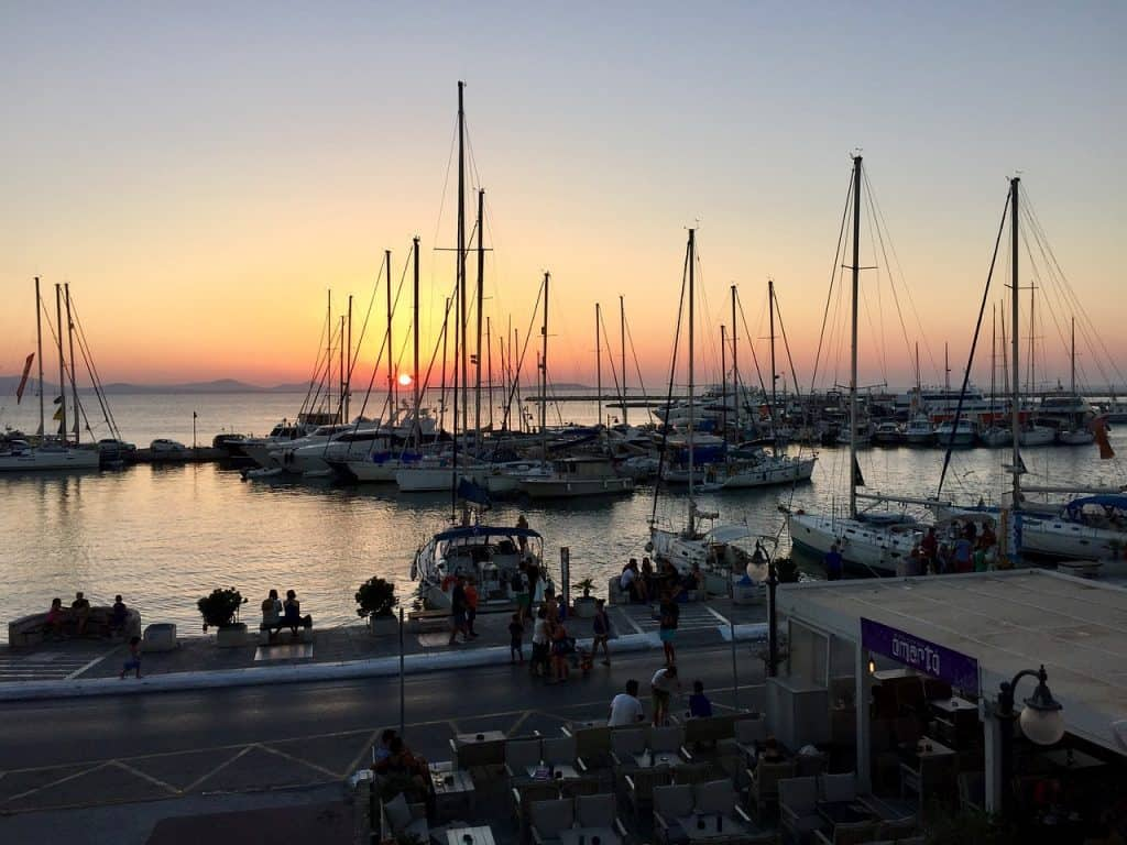 Naxos Port Enjoy a slice of island paradise on the best Naxos beaches in the popular Cyclades islands in Greece. From sandy beaches with crystal waters and secret coves for privacy, these are the best beaches in Naxos.